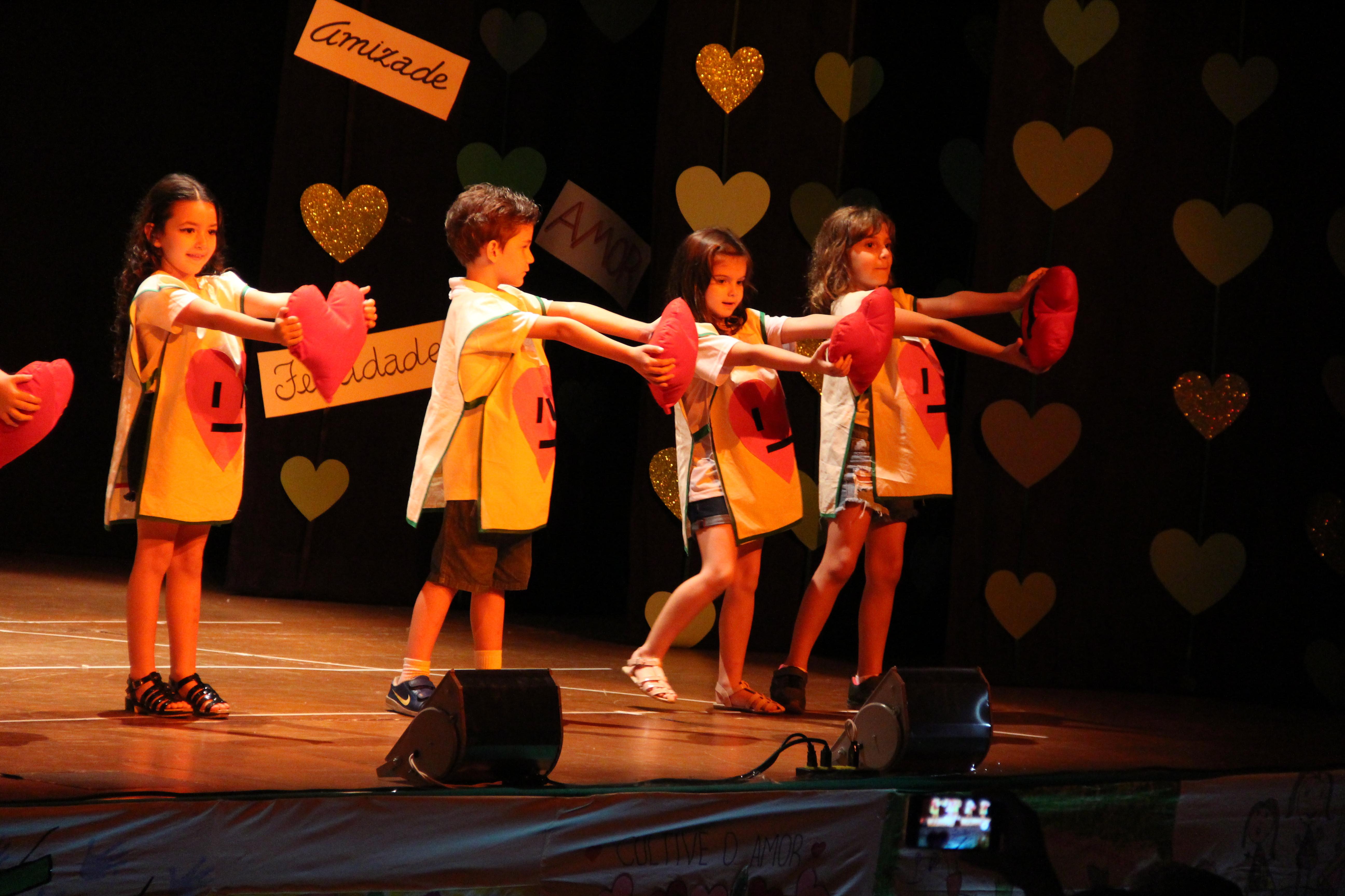 Festival de Encerramento do Infantil e 1ºs anos celebrou o amor