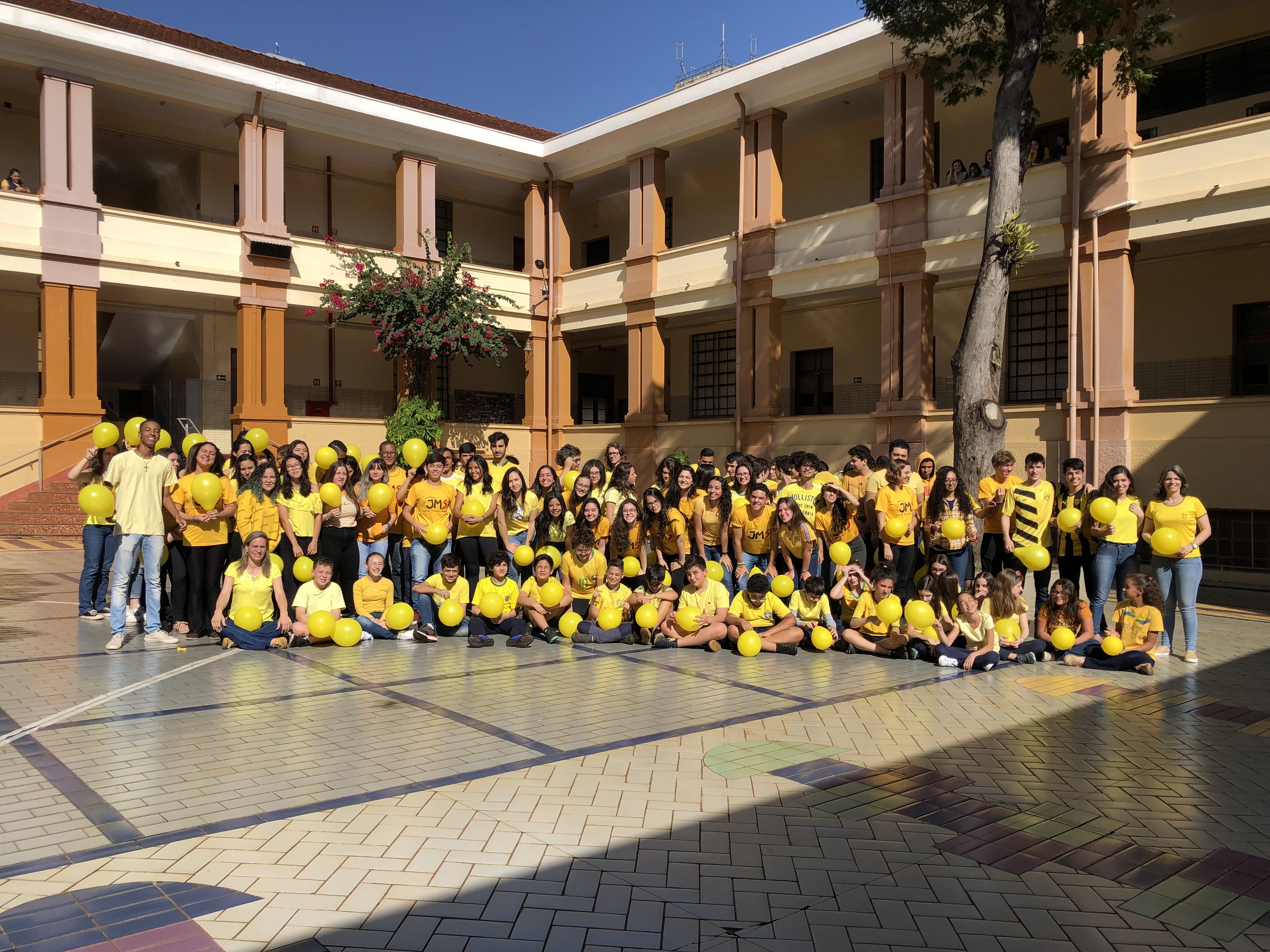 Auxiliadora veste amarelo em apoio à campanha de prevenção ao suicídio