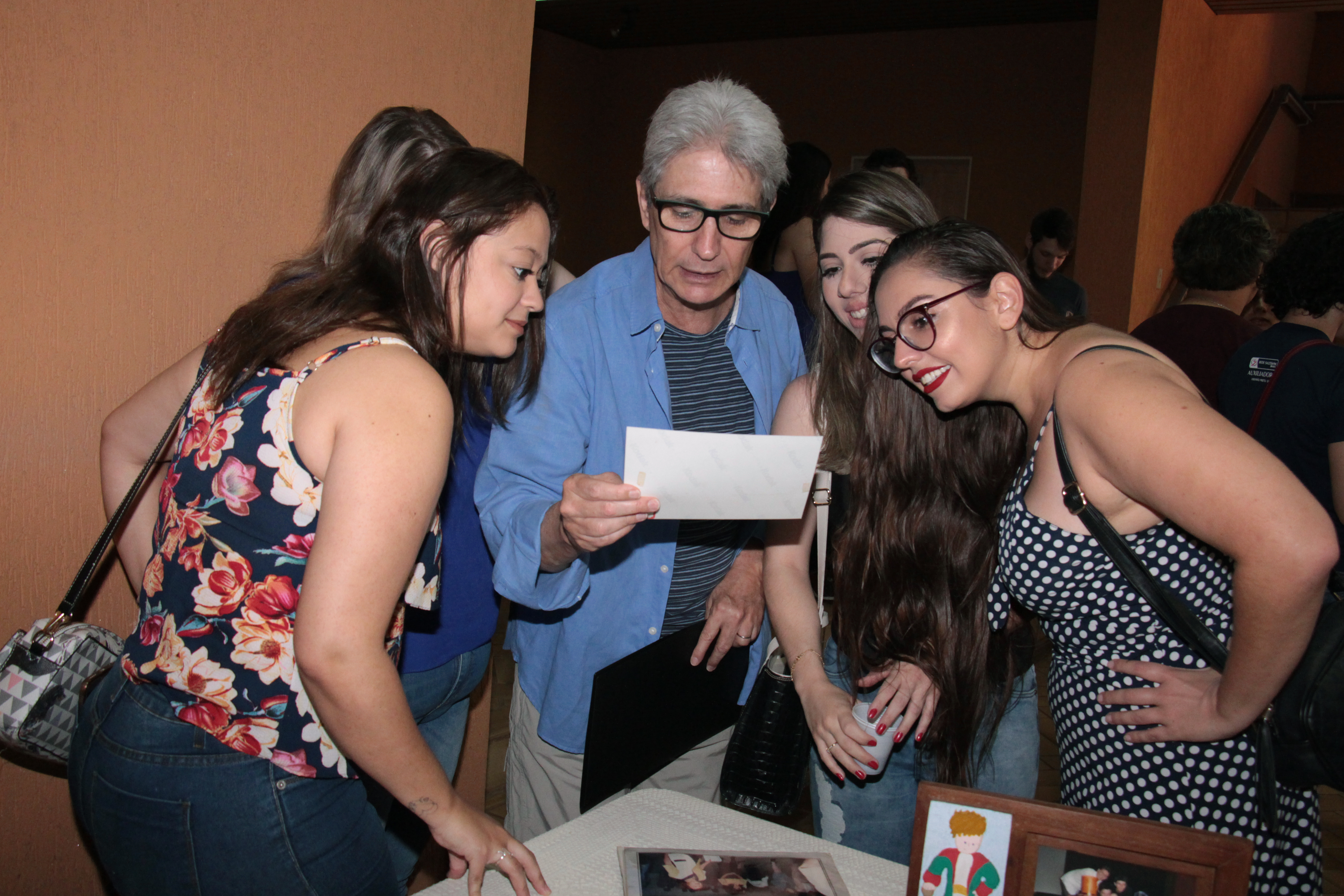 Encontro de 30 anos de Teatro/Educação reúne ex-alunos no colégio